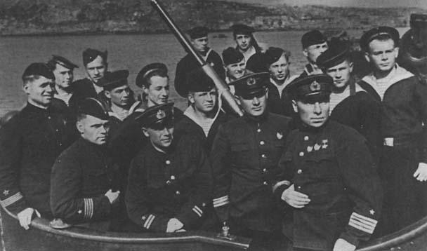 командир подводной лодки лунин